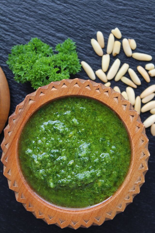 Grünes Pesto. Rein pflanzlich.