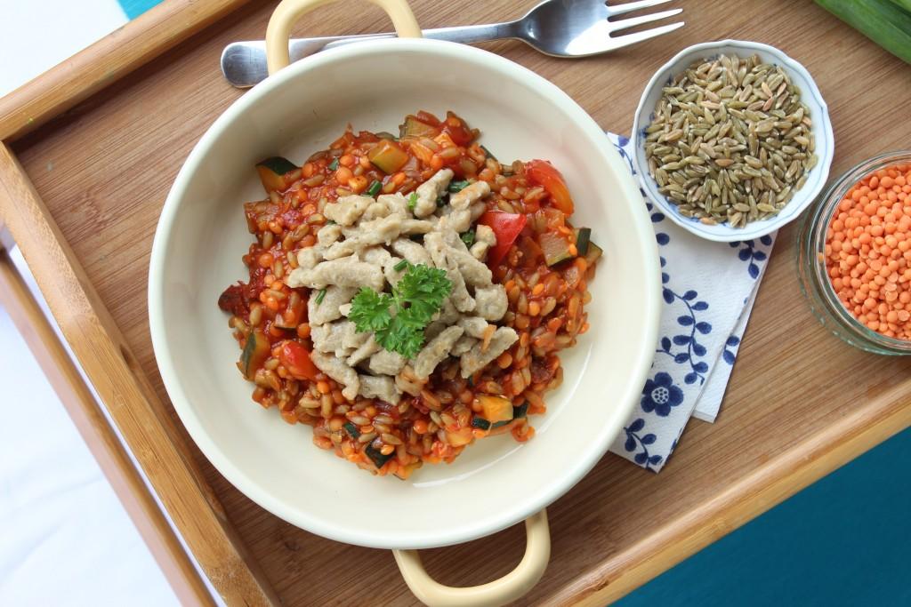 Vegane Buchweizenspätzle mit Grünkernbolognese.